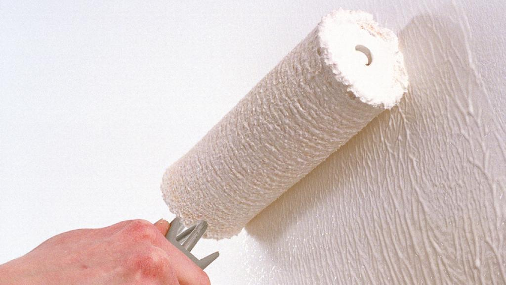 DIY painting of walls with water-based emulsion