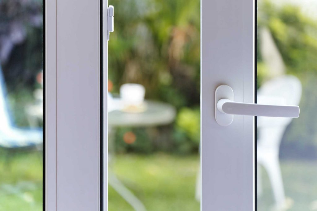 How to remove the handle from the plastic door