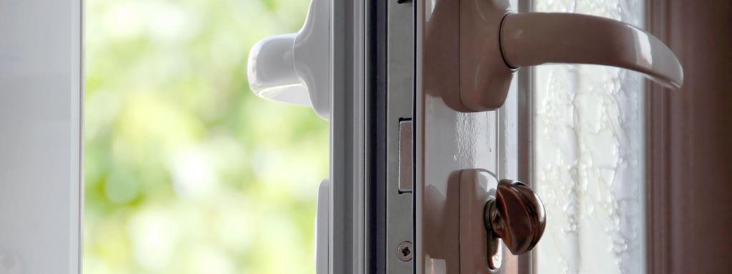 How to remove the door handle from a plastic door