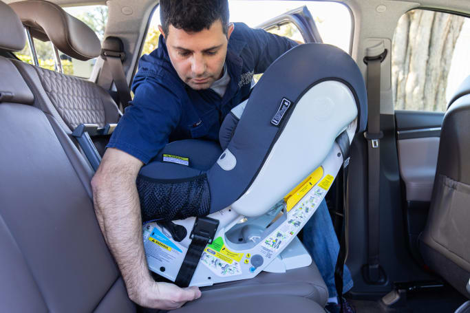 how to fasten a child car seat