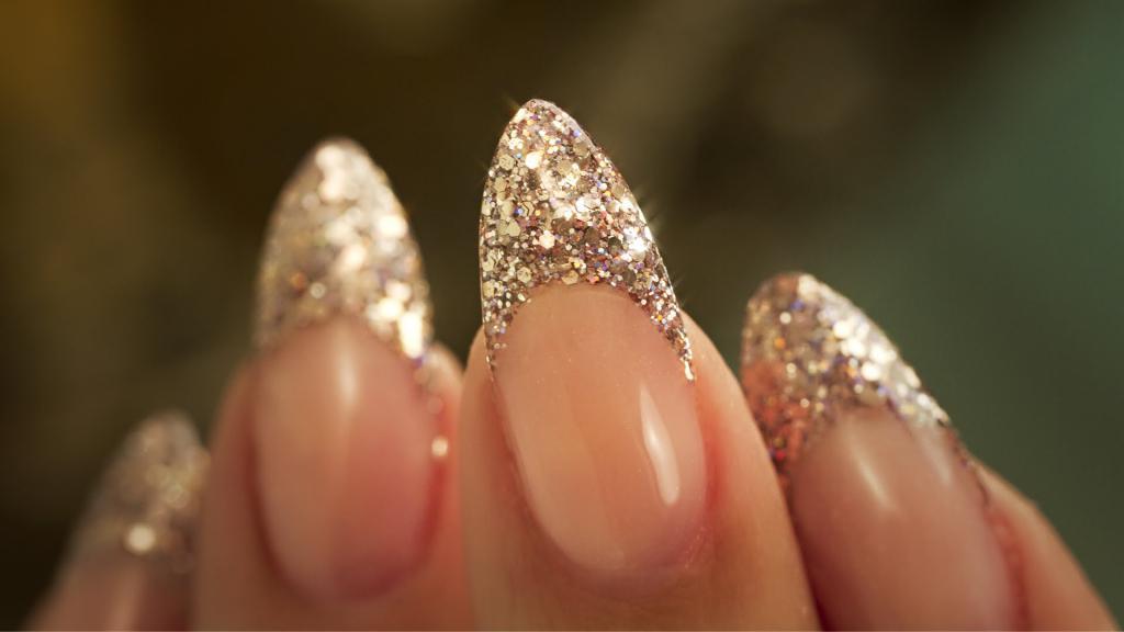 Дизайн ногтей: френч с блестками. Идеи маникюра