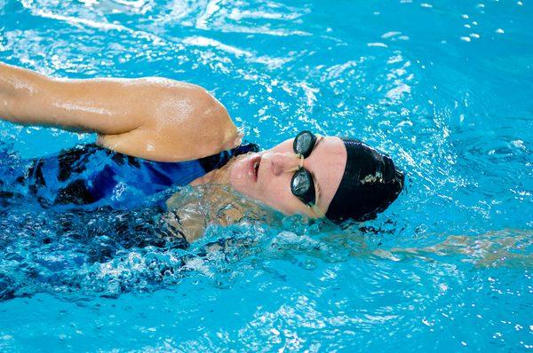 сколько нужно плавать в бассейне чтобы похудеть