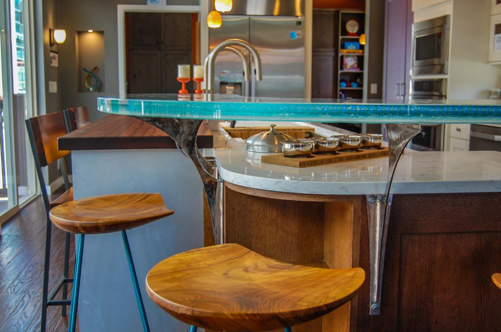 Two-level bar counter