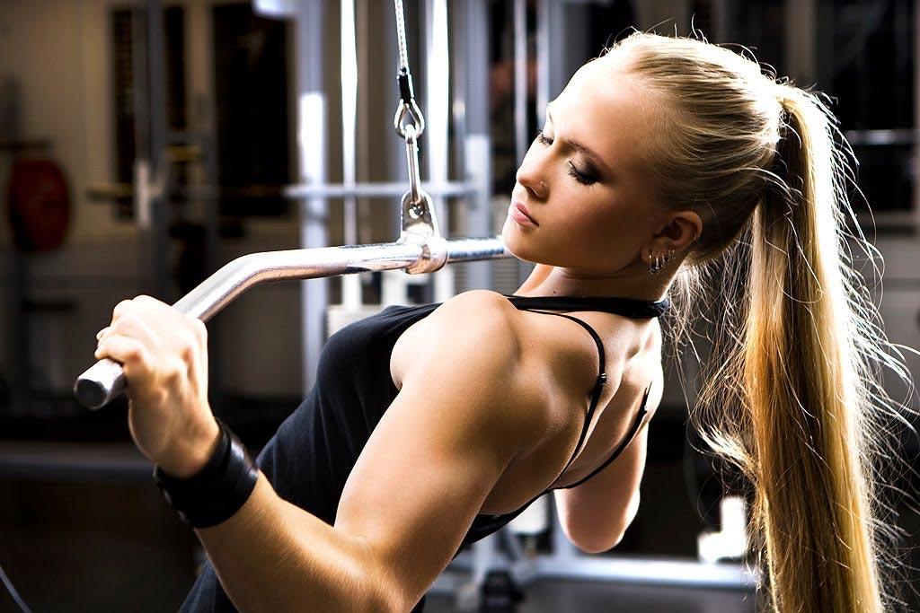 Тренировка для спины для девушек: расписание занятий, упражнения и пошаговая инструкция их выполнения
