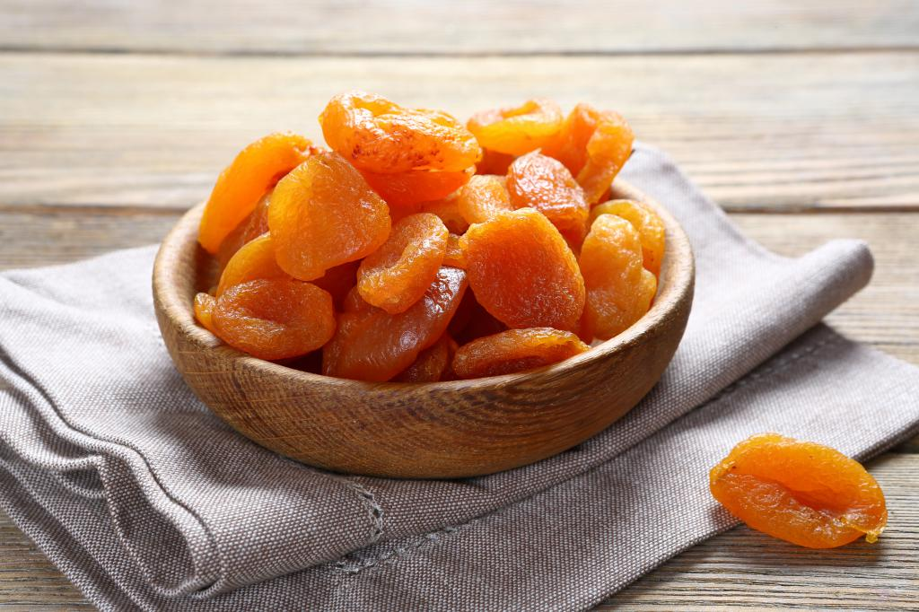 Как посушить абрикосы и сделать курагу