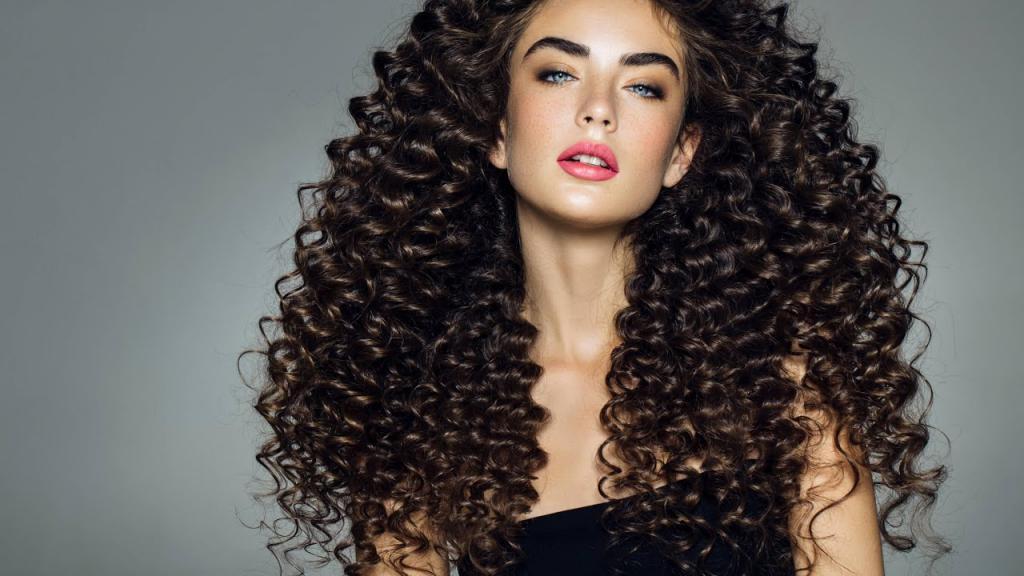 Завивка на длинных темных волосах