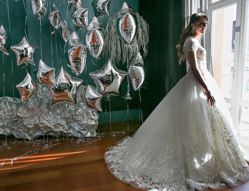 Алина Моносова в свадебном платье