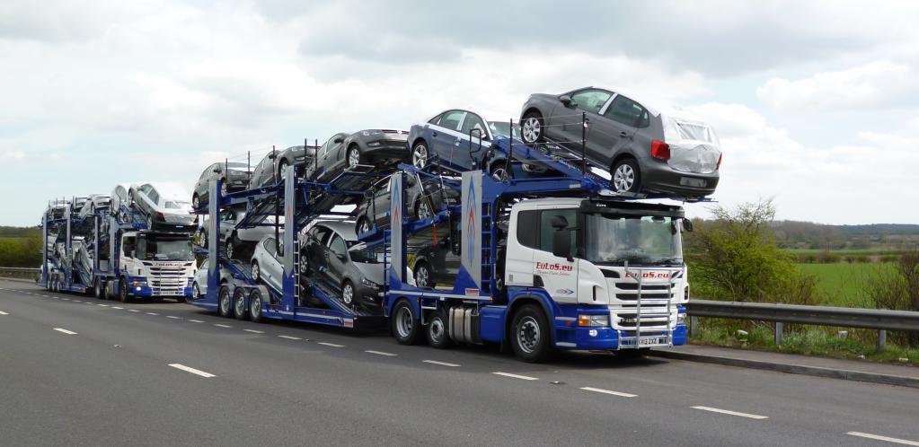 Автовоз на трассе