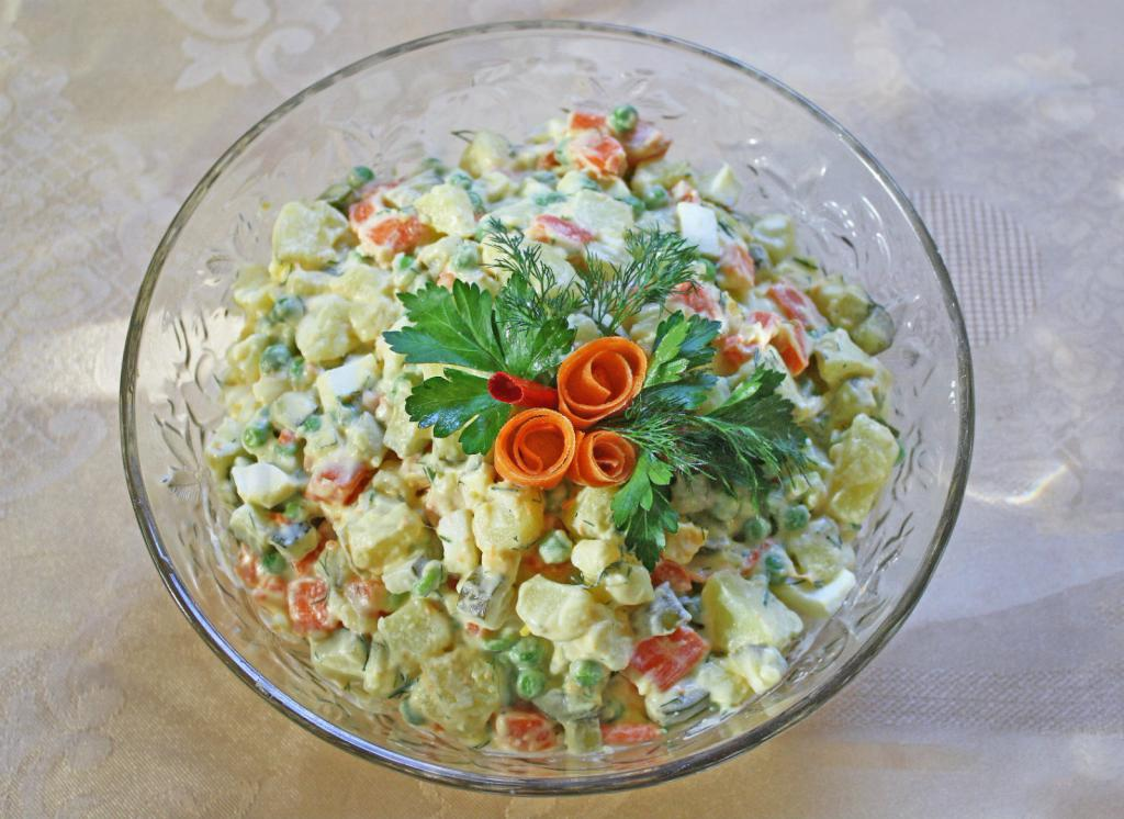 Салат оливье красиво украшенный фото