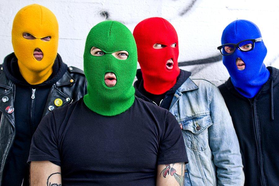 Срываю маски с подлецов! К барьеру, негодяи!