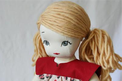 нарисовать глаза кукле красками