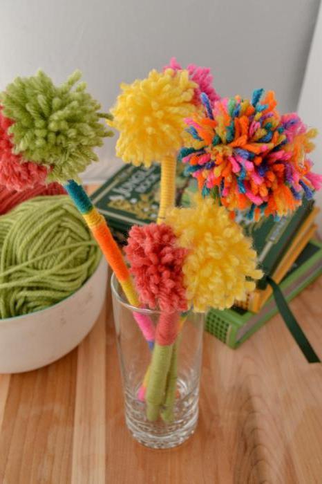 Цветы из ниток клея