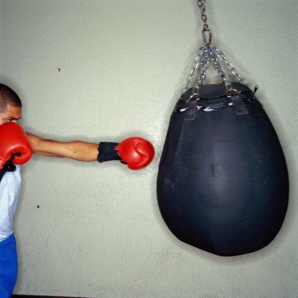 Как увеличить силу удара кулаком? Эффективная тренировка