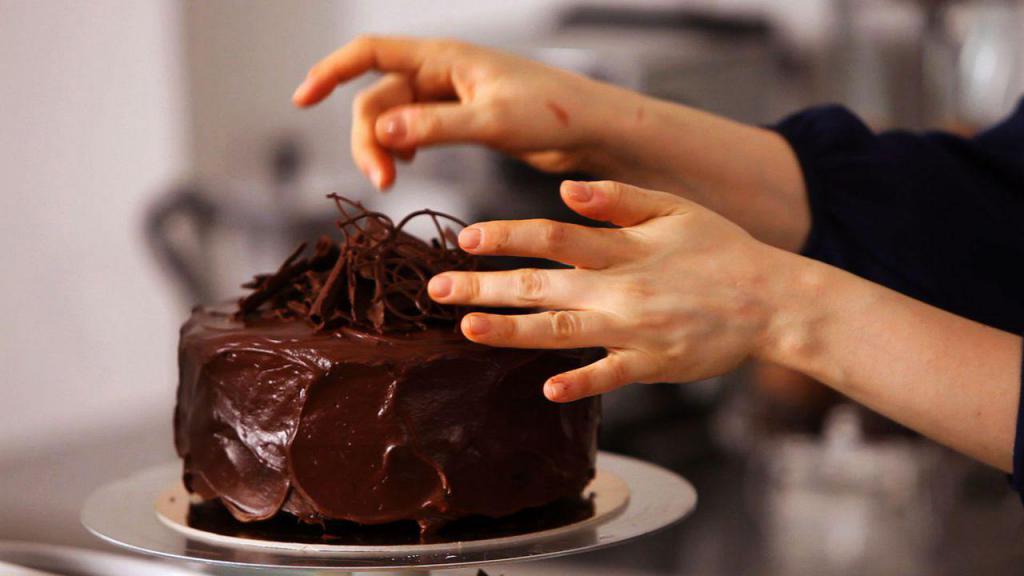 работа по оформлению торта
