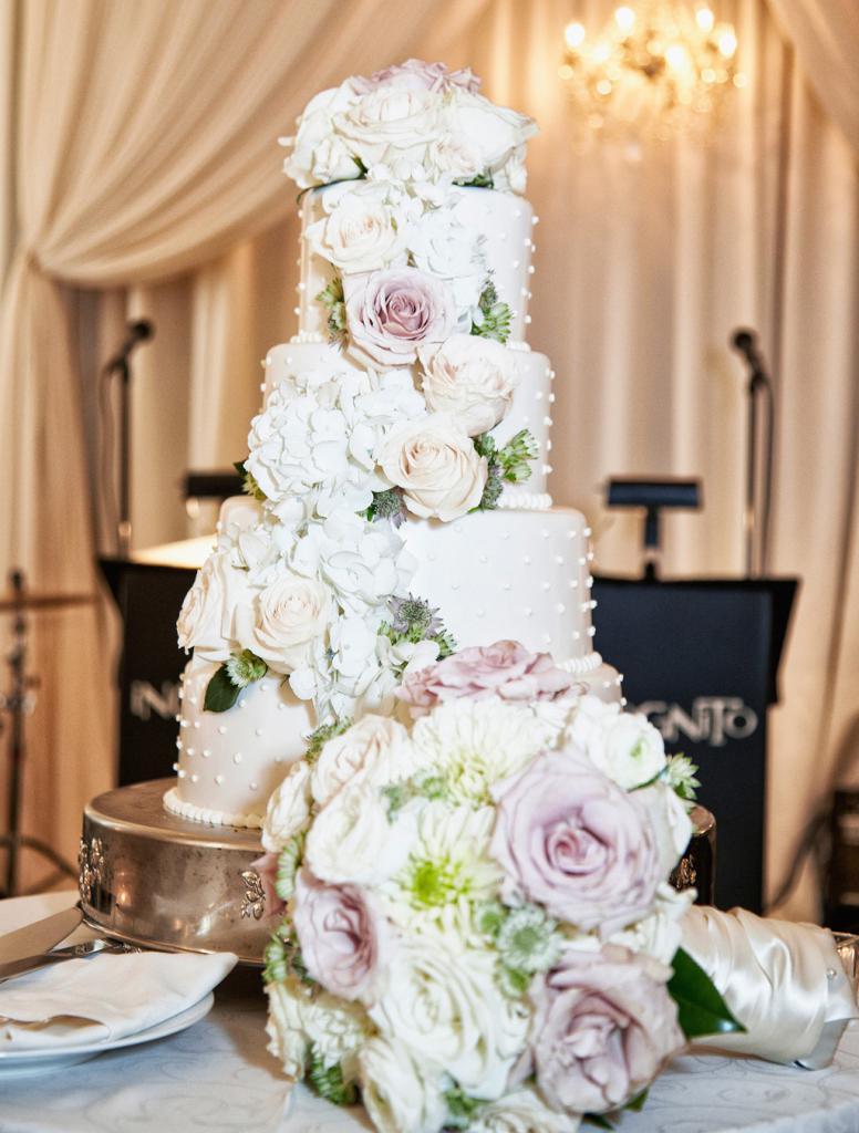 вариант декора свадебного торта