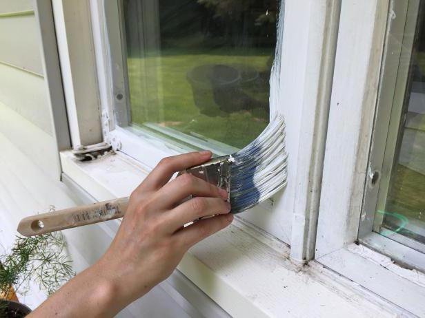 какой краской лучше покрасить деревянные окна