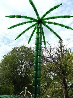 как сделать пальму  из пластиковых бутылок фото