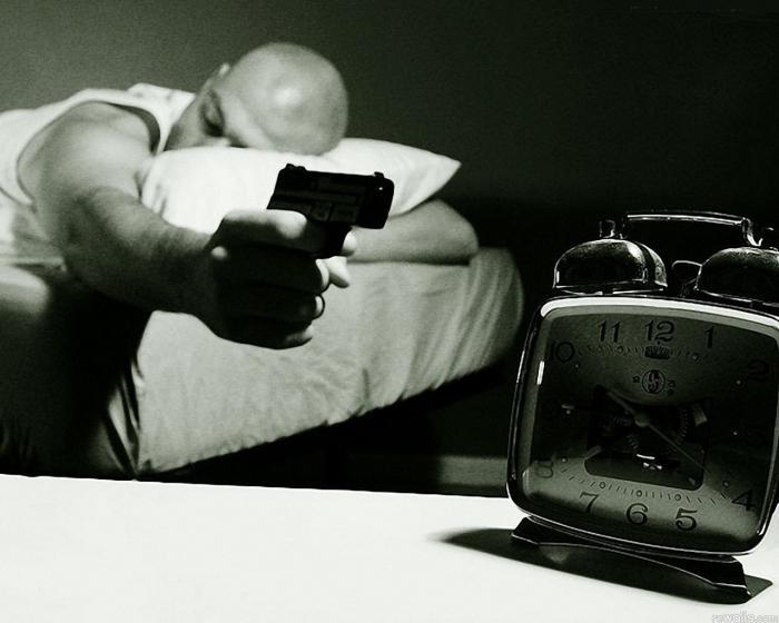 Во сколько лечь спать, чтобы проснуться бодрым и выспавшимся? Как научиться ложиться спать вовремя?
