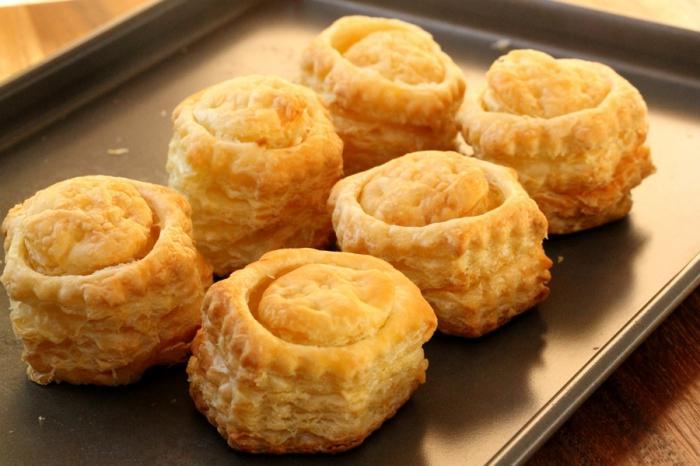 Блюда из грибов рецепты из слоеного теста блюда из яиц зелень слойки с сыром.