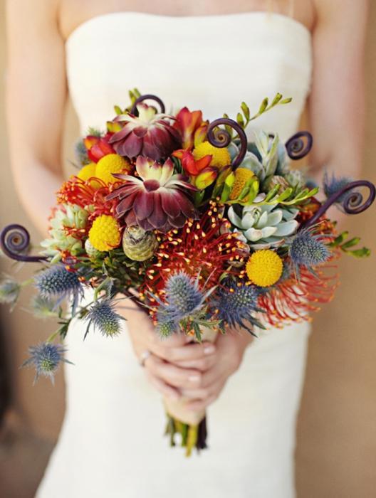 Этюд в тёплых тонах: свадебные осенние букеты