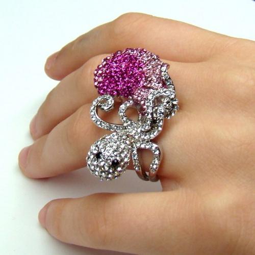 кольца с камнями Сваровски