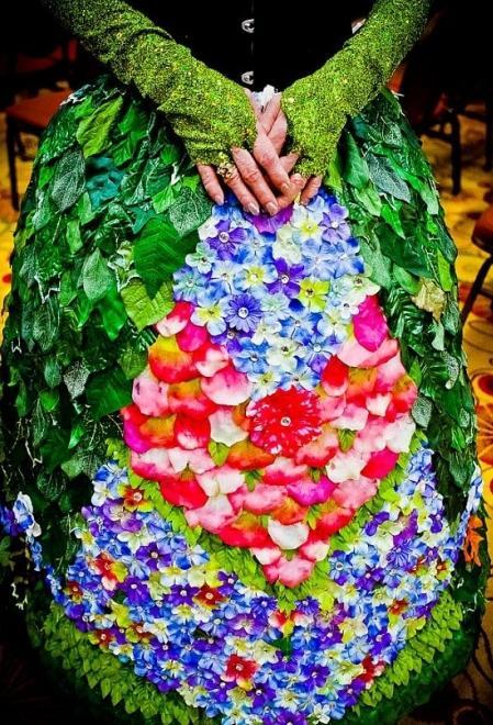 платья из листьев фото