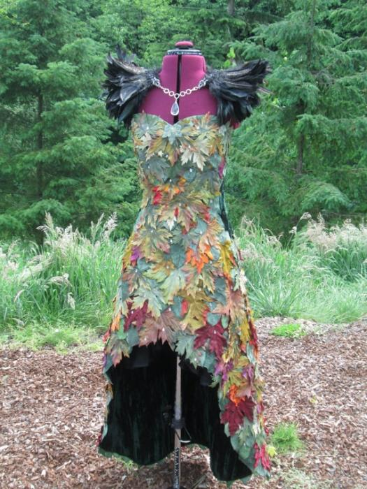 Уроки креатива: как сделать платье из листьев на осенний бал