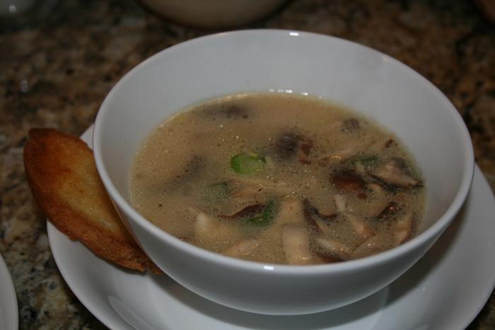 Следует сказать, что рецепт приготовления окрошки из соленых груздей весьма прост.