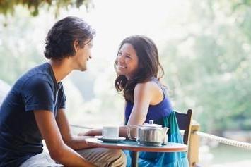 Как начать разговор с парнем?