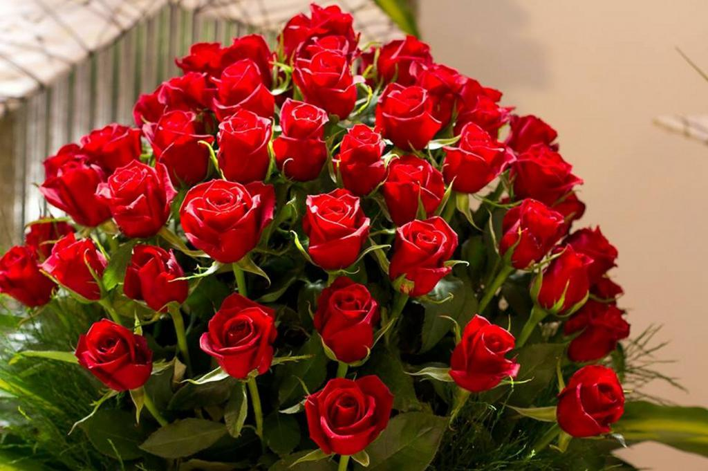 дворовые открытка большой букет алых роз сегодня выглядят