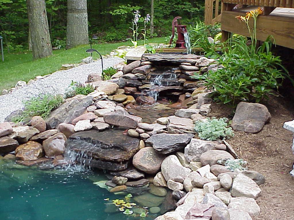 Ручей с фонтаном своими руками 17