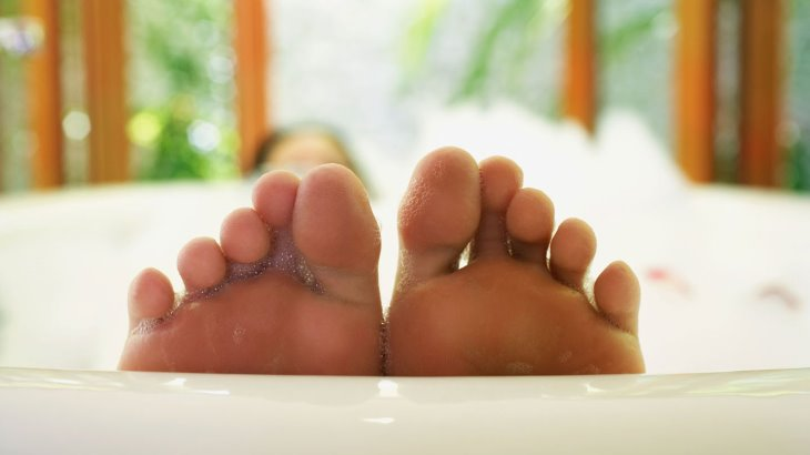 Черный палец на ноге что это