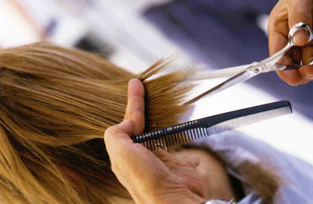 Процесс филировки волос