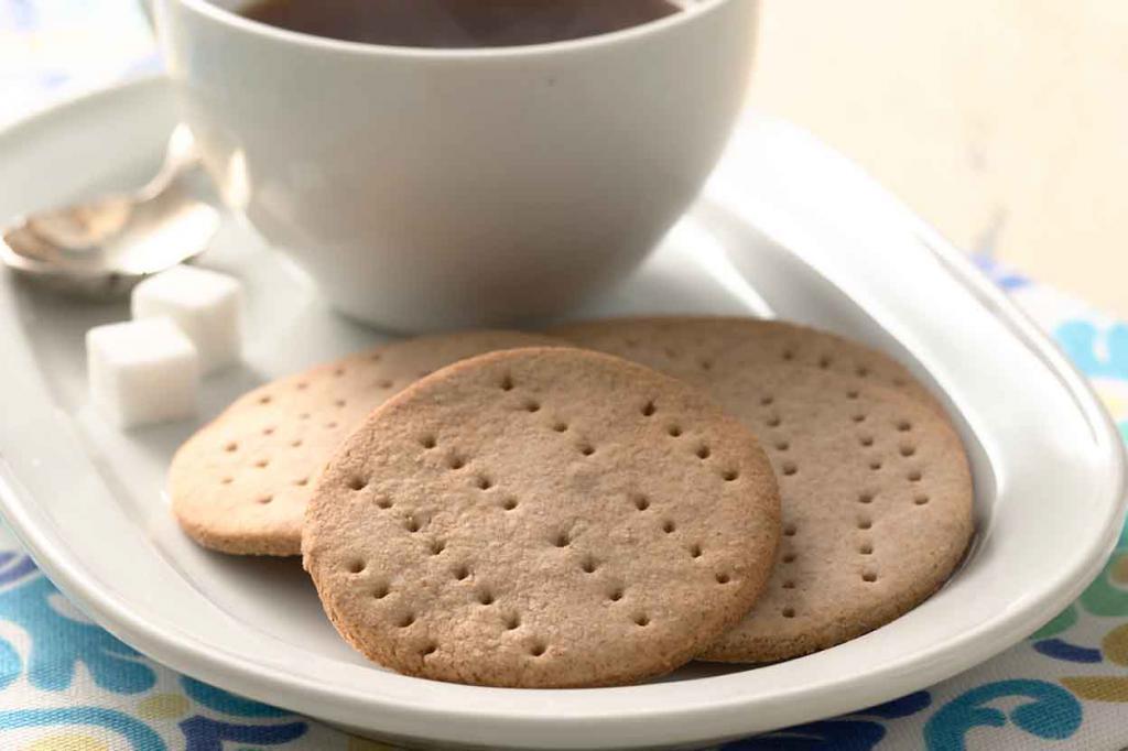 чай с галетным печеньем