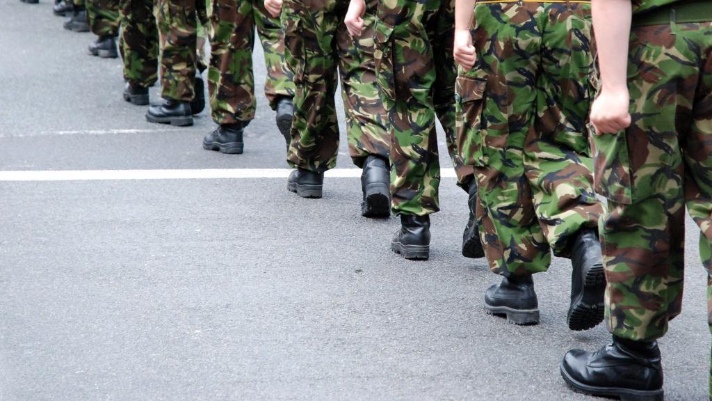 Военные идут строем