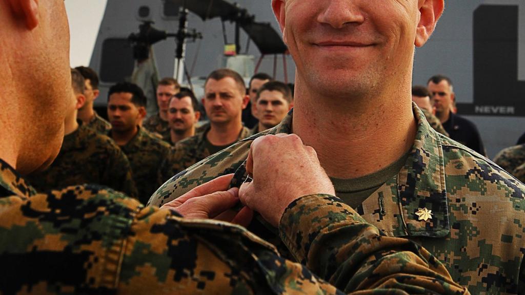 Награждение военнослужащего