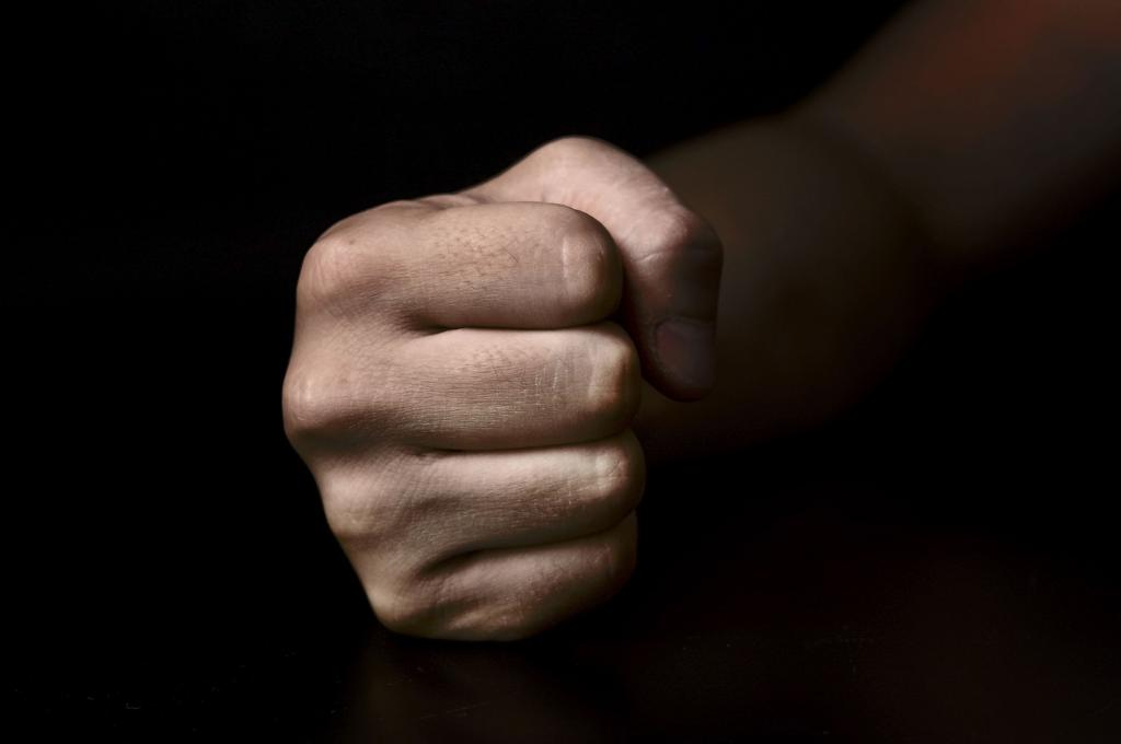 Что делать, если избивает муж? Советы и рекомендации