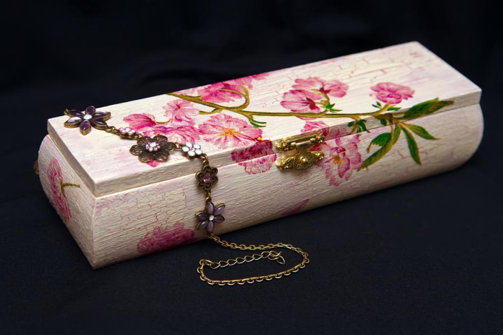 Decoupage wooden casket
