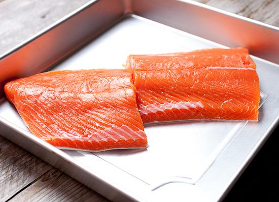 Очень вкусная закуска, в которой раздел: старайтесь не размораживать рыбу при комнатной температуре.