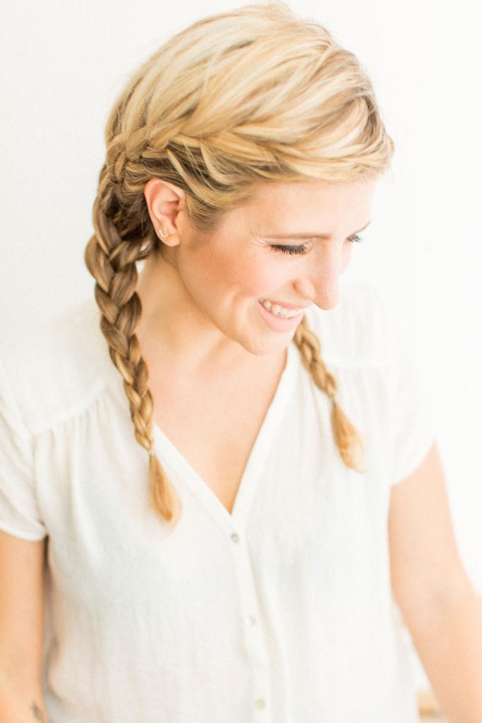 Обратная коса на светлых волосах