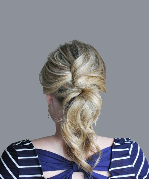 прически при помощи петли на средние волосы
