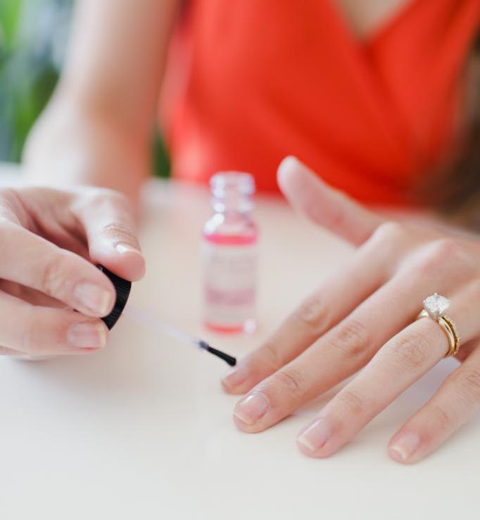 Средство для восстановления ногтей: варианты, выбор средства, рейтинг лучших, фирма-изготовитель, состав, инструкция по применению и результаты