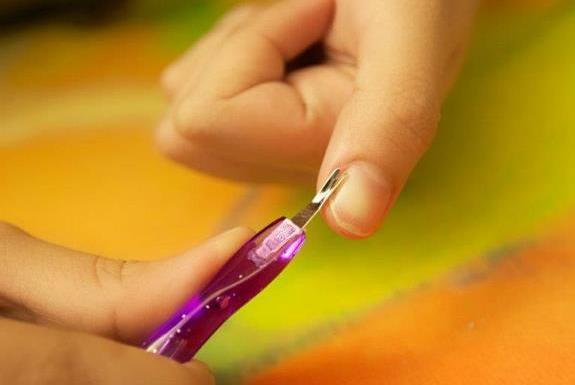 Триммер для ногтей: как пользоваться. Маникюрный триммер для удаления кутикулы с ногтей