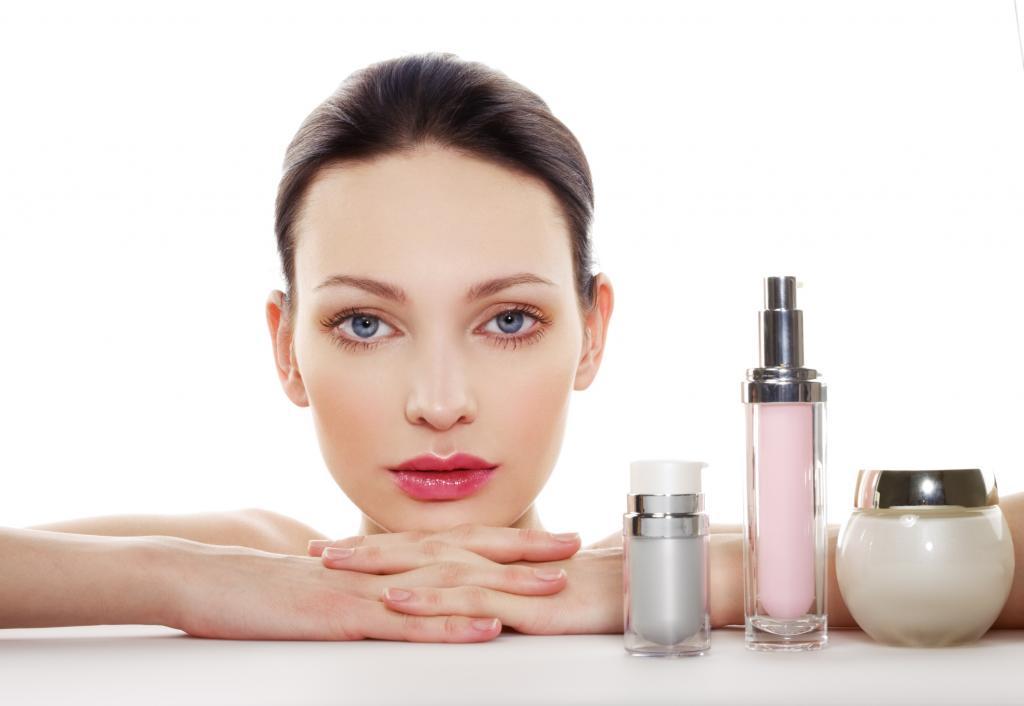 Что лучше - сыворотка или крем для лица: сравнение составов, отличие в консистенции, эффективность