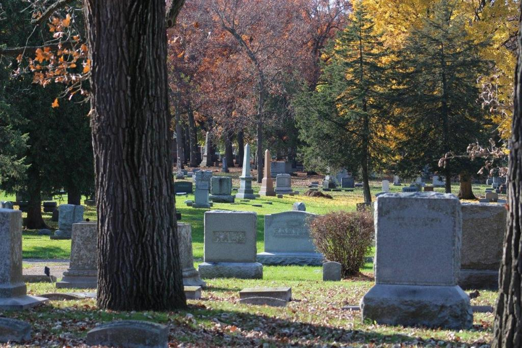 Почему хоронят на 3 день: погребальные традиции, поминальные дни