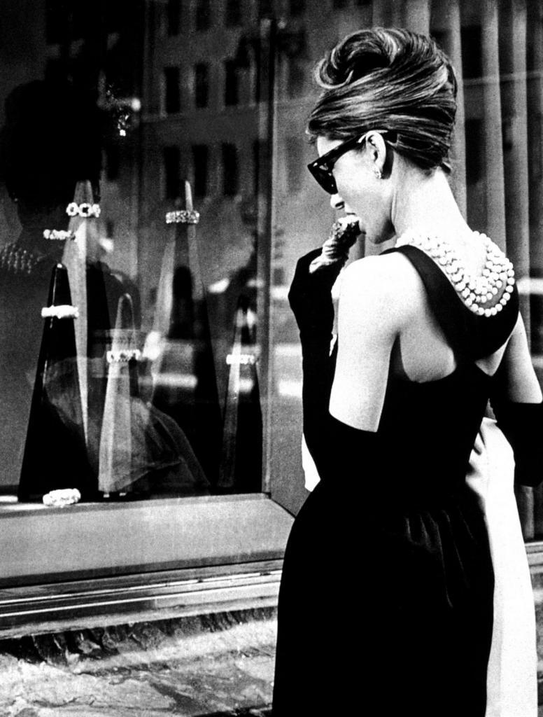 Салонное фото черно белое