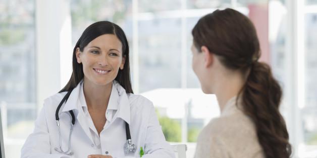 Девушка на приеме у доктора