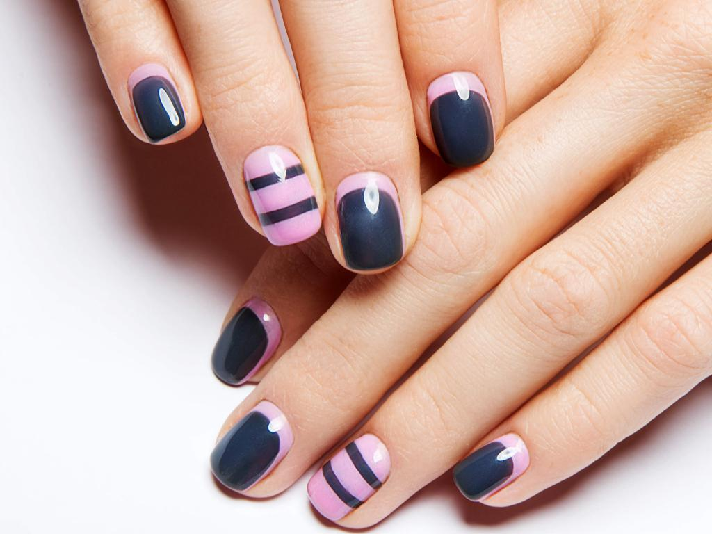 manicure in two colors