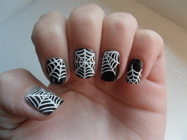 manicure with spider web