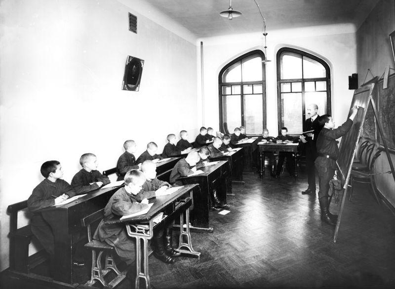 первые школ в россии картинки одни